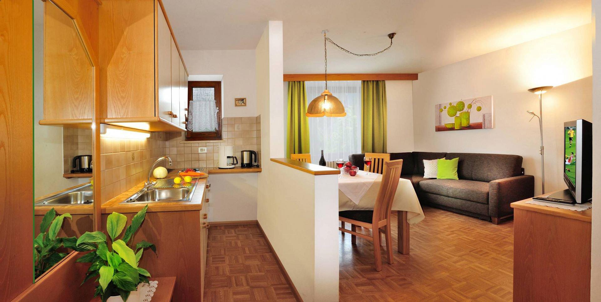 Die Wohnung Befindet Sich Im 1 Stock Und Ist 45 M Gross Wohnzimmer Gemtliche Sitzecke 2 Einzelschlafcouchen Kochnische Weiterlesen